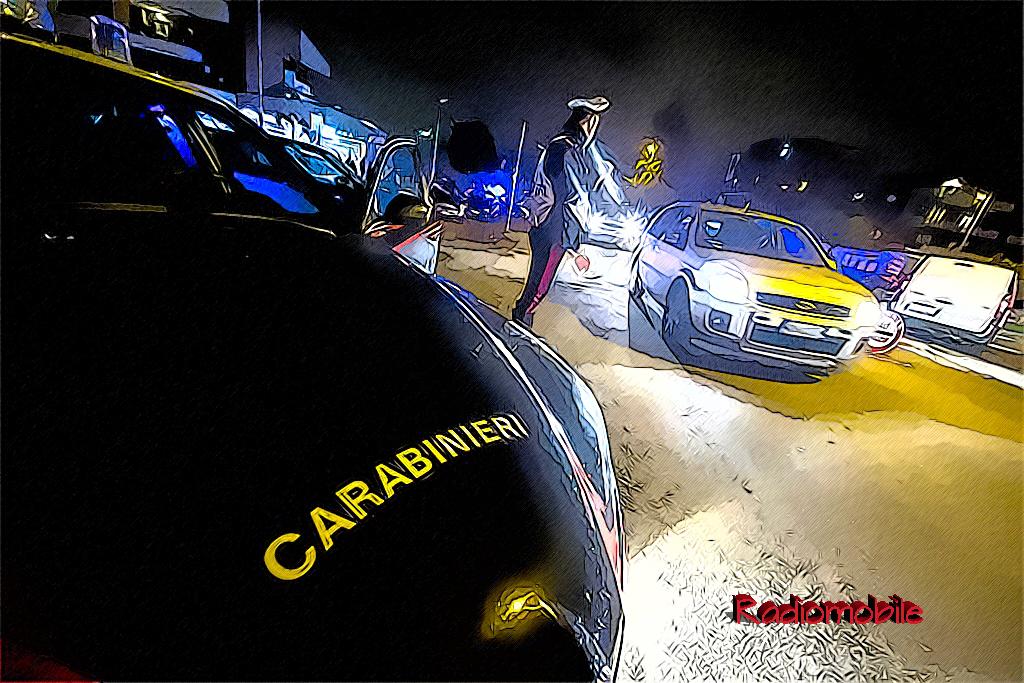 Un momento delle operazioni di controllo notturno dei carabinieri che hanno effettuato controlli con l'ausiolio dell'etilometro, Roma, 17 Gennaio 2014. ANSA/MASSIMO PERCOSSI